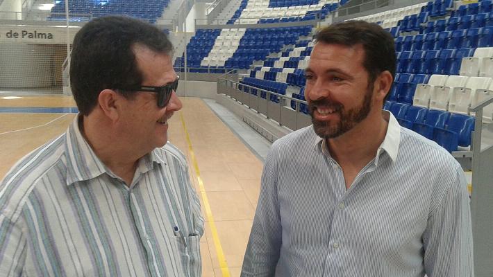 Miquel Jaume junto a su mano derecha, el director general, José Tirado en Son Moix. Foto: TTdeporte.com.