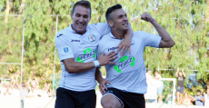 Pons celebrando un importante tanto en el partido clave del ascenso del Llosetense a Segunda B. Foto: Menorca al día.