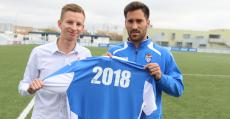 Xisco Hernández junto al director deportivo Patrick Messow anunciando su renovación. Foto: ATB.