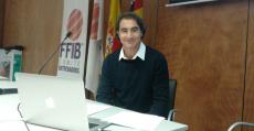 Juan Manuel Alfano instantes previos a iniciar su conferencia ante el Comité de Entrenadores.