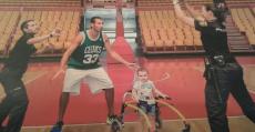 Alberto Corbacho, jugador de la liga ACB, también ha colaborado en esta iniciativa.