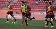 Futbolistas del Mallorca calentando antes del partido ante el Cádiz. Foto: LFP.