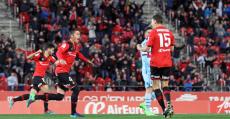 Ansotegi y Raíllo celebrando el gol del empate ante el Levante. Foto: LFP.
