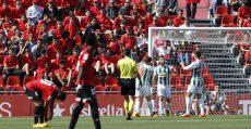 Celebración de los futbolistas del Córdoba tras el tanto de Pedro Ríos. Foto: LFP.