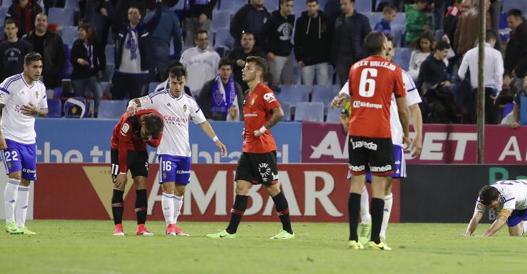 Abatidos Brandon, Pol y Vallejo tras la derrota en Zaragoza. Foto: LFP.