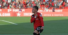 Brandon celebrando el gol de la victoria ante el Almería. Foto: LFP,