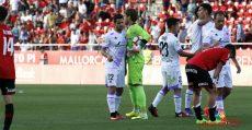 Los futbolistas del Mallorca terminaron cabizbajos el partido ante el Numancia. Foto: LFP.