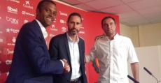 Moreno, Molango y Recio estrechan manos durante la presentación del técnico valenciano en Son Moix. Foto: TTdeporte.com.
