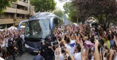 Así recibía la afición del Albacete el autobus del equipo. Foto: LFP.