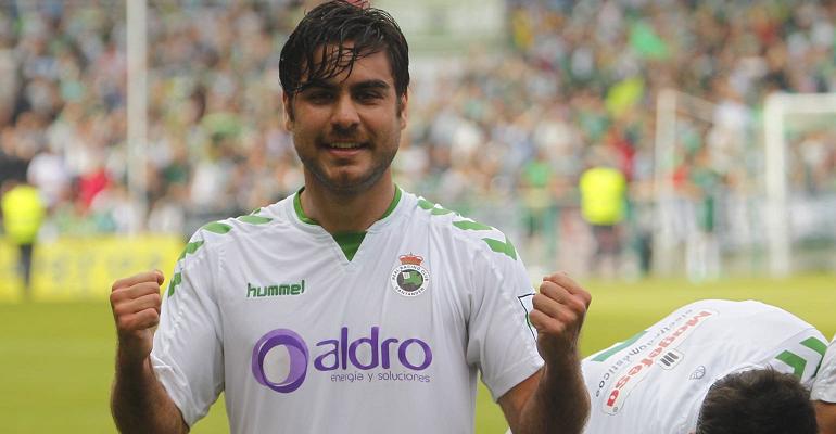 Abdón celebrando uno de los catorce goles que marcó en diecinueve partidos con el Racing.