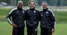 Engonga, Alfano y Amor posando sobre el campo de entrenamiento en Innsbruck.