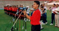 Pedraza dirigiendo un discurso a la afición en la presentación del equipo en el Lluís Sitjar. Foto: Diario de Mallorca.