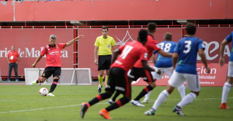 Sevilla ejecutando una falta lateral que supuso su primer gol con el Mallorca. Foto: RCDM.