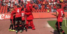Futbolistas del RCD Mallorca celebrando uno de los tantos de la goleada ante el Llagostera. Foto: RCDM.
