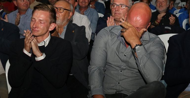 Volckmann y Messow notoriamente emocionados tras el estreno del documental del 75 aiversario. Foto: ATB.