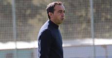 Armando De la Morena observa impotente desde el área técnica la involución de su equipo. Foto: GuiemSport.