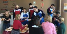 Los integrantes del Urbia Palma participando en el desayuno de AEA Solidaria. Foto: TTdeporte.com.