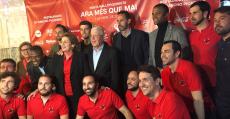 Molango, Moreno y Contestí junto a los directivos y socios de la peña Ara més que mai. Foto: RCDM.