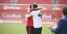 Lago y Moreno se abrazan tras el tanto del marfileño. Foto: RCDM.