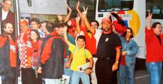 Colombás junto a su hijo Jaume en un desplazamiento a finales de los años 90. Foto: @jcolombas.