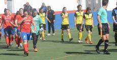 Collerense y Son Sardina saltando al campo en el derbi de esta temporada. Foto: B. Morey.