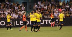 Los futbolistas del ATB celebran el tanto del empate. Foto: GuiemSports.