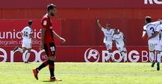 Álex López cabizbajo tras encajar el tercer gol del Albacete. Foto: LaLiga.