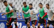 Los futbolistas rojillos calentando en el Carlos Tartiere. Foto: LaLiga.