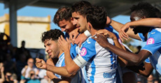 Los futbolistas balearicos celebrando en Son Malferit. Foto: GuiemSports.