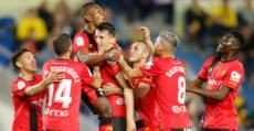 Budimir celebra con sus compañeros su gol en Las Palmas. Foto: LaLiga.