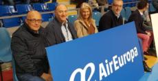 Bocana, el matrimonio Kohlberg y Richard Clakr, subdirector general de Air Europa. Foto: BSA.