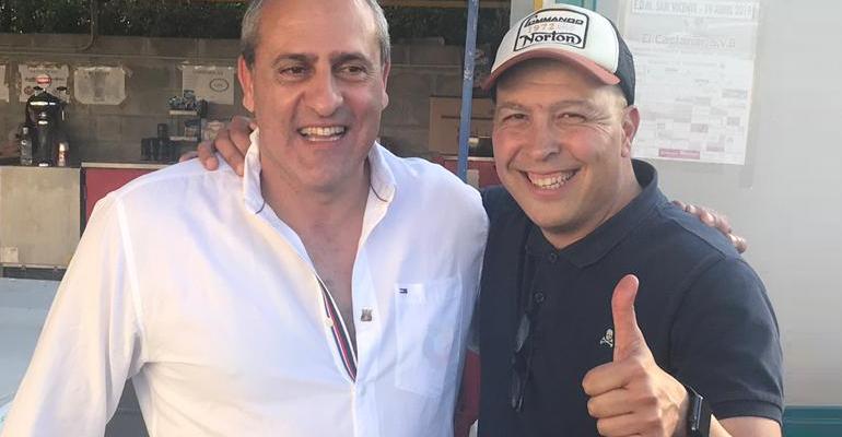 Troya junto al presidente Molondro celebrando una victoria en el PlayOff. Foto: UDP.