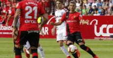 Salva Sevilla conduciendo el balón en el centro del campo. Foto: LaLiga.