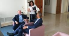 Köhlberg y Molango atendiendo a Anabel Soto en el hall del hotel. Foto: TTdeporte.