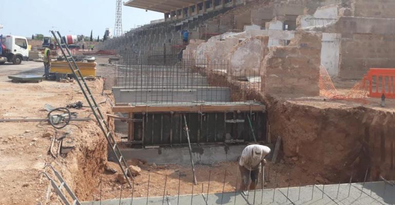 Imagen de la colocación de los nuevos cimientos de hormigón. Foto: Última Hora (13/09/2018).