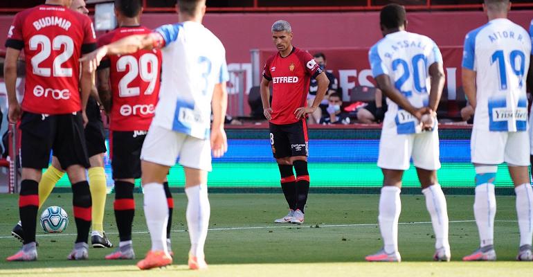 Sevilla en el momento del impacto de la falta. Foto: RCDM.